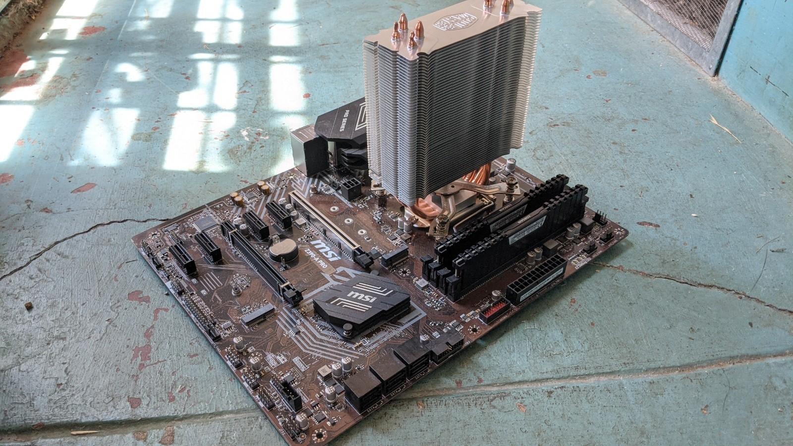 老外遛弯捡到I7/32GB/GTX1080台式机-iD游源网
