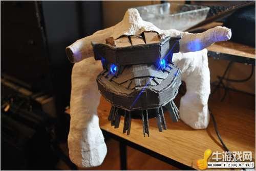 超强技术宅打造《旺达与巨像》硬盘巨像雕像