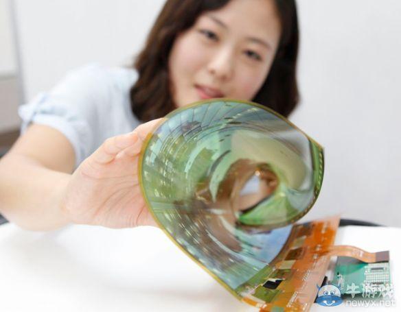 LG成功制出18吋弯曲面板:能卷起带走的60吋电视也不远了